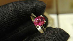 Metal : Standard 925 Silver  Colour :  Red  Stone : Garnet   Weight : 3.12 g  Type : Ring    石榴石銀介指  宝石 : 石榴石  颜色 : 红色  透明 : 好透明   金属:银  重量:3. 12 克