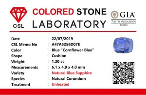 "Colour : Blue ""Cornflower Blue""  Shape : Cushion   Weight : 1.20 ct  Dimension : 6.1 x 4.9 x 4.0 mm  Treatment : Unheated   Clarity : SI  • CSL - Colored Stone Laboratory Certified  ( GIA Alumina  Association Member )  • CSL Memo No : A47A5256D07E   蓝宝石 ""矢車菊""   重量 :  1.20  卡拉   尺寸 : 6.1 x 4.9 x 4.0 mm  颜色 : 蓝色 ""矢車菊""   透明 : 好透明  形状 : 垫形  治療:没有加热  清晰度 : SI"