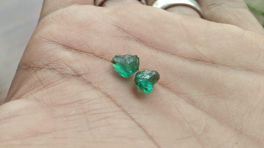 Emeral rough stones