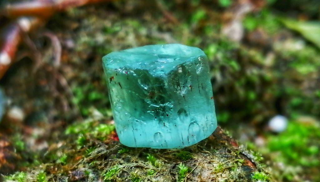 Venadium beryl crystal