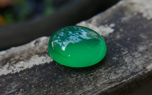 Natural Green Onyx Colour: Green Shape: Oval Cut: Cabochon Weight : 7.00 Cts Dimension : 13.9 x 11.1 x 6.5 mm Treatment: Unheated Clarity: Translucent Green Onyx is a member of the Quartz Family that has different colors and various properties and characteristics. It's A variety of Agate. Agate and onyx are both varieties of layered chalcedony that differ only in the form of the bands: agate has curved bands and onyx has parallel bands. Green Onyx can be found in Afghanistan, Australia, China, Canada, France, Germany, UK, India, Madagascar, USA. • Crystal system: Trigonal • Chemical formula: SiO₂ • Hardness (Mohs hardness scale): 6.5 - 7 • Mineral class: Chalcedony • Transparency: Translucent, Opaque • Specific gravity: 2.6–2.65 • Optical properties: Uniaxial/+ • Refractive index: 1.530 to 1.543 Main Healing Properties This Silicate mineral vibrational energy help to reduce tension, stress, and fears. also, It's green color energy increases attraction and stimulates heart chakra energies. also, Green Onyx balances blood circulations all of the body as well as Carnelian increases blood circulation. Healing Properties Green Onyx is associated with Heart Chakra and the planet Mercury. It helps to develop your public speaking ability, creativeness and also encourage you to express your feelings and thoughts. This stone creates a bridge between the upper three chakras and the lower three chakras. This green soothing stone has the power to reduce you all worries, tension, stress, and fears