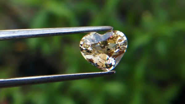 natural yellow sapphire sri lanka