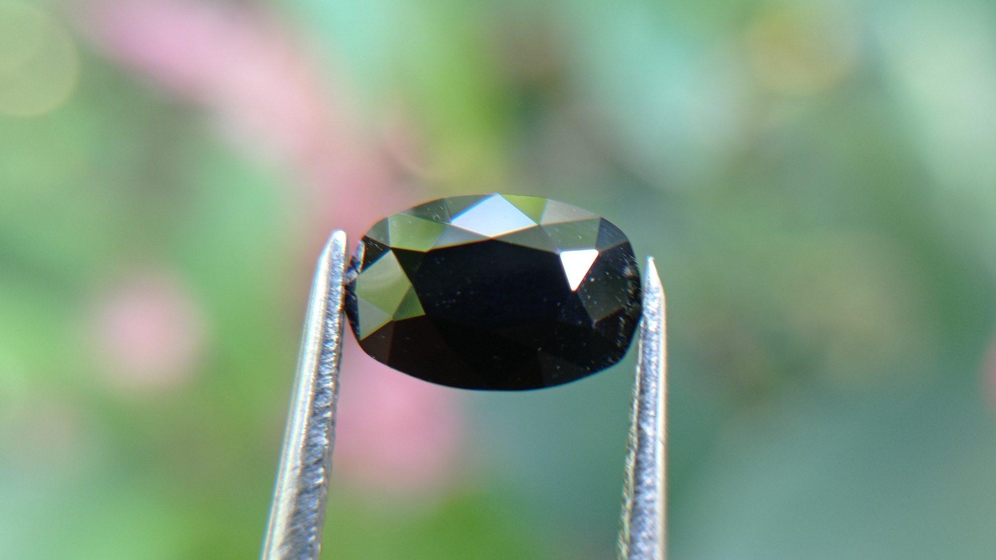 Kaka Blue Stone – Ceylon Natural Dark Blue Sapphire