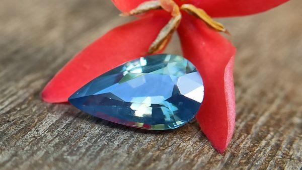 natural bi colour Sapphire pear danu group Gemstones