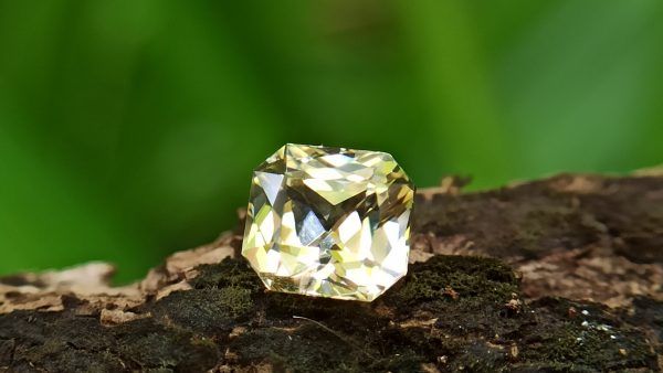 Natural Natural Yellow Sapphire With amazing luster - Danu Group Gemstones
